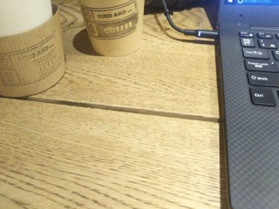 ニコアンドのテーブル