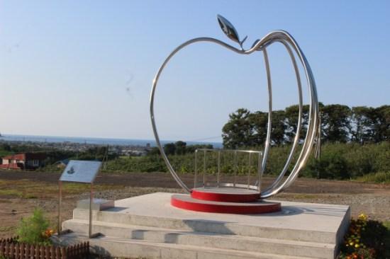 透明リンゴのモニュメント