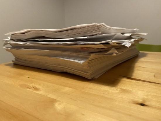 紙の書類の束