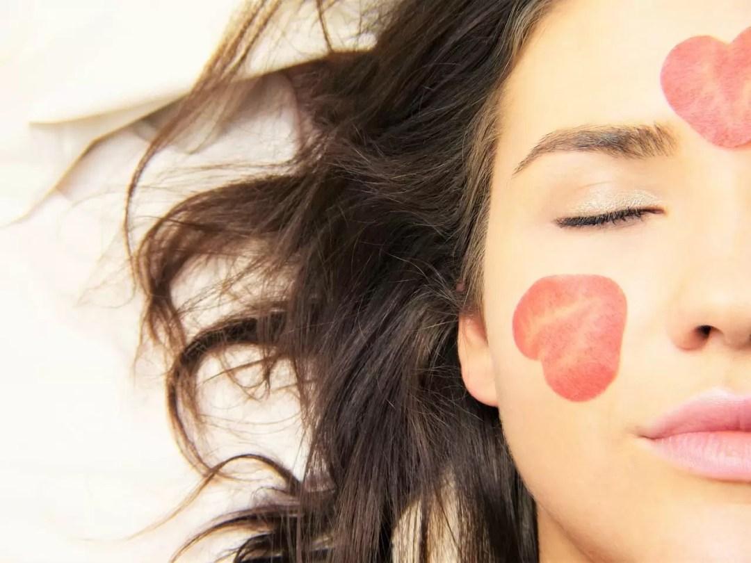 Razones por las que nunca debes dormir con tu maquillaje