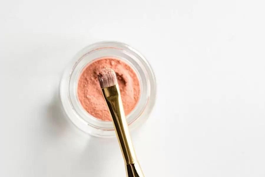Como limpiar tus brochas de maquillaje