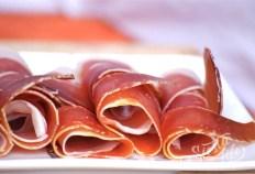 Хамон — сыро-вяленый свиной окорок