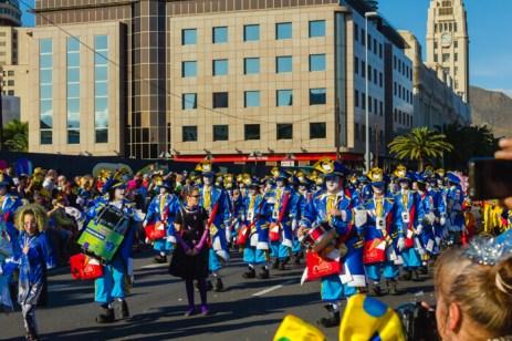 Главное шествие карнавала на Тенерифе в 2016 году — почтальоны