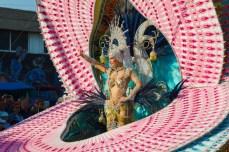 Главное шествие карнавала на Тенерифе в 2016 году — участница конкурса королевы карнавала