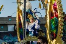 Главное шествие карнавала на Тенерифе в 2016 году — участница детского конкурса королевы карнавала в синем