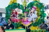 Главное шествие карнавала на Тенерифе в 2016 году — участница детского конкурса королевы карнавала (с куклами)