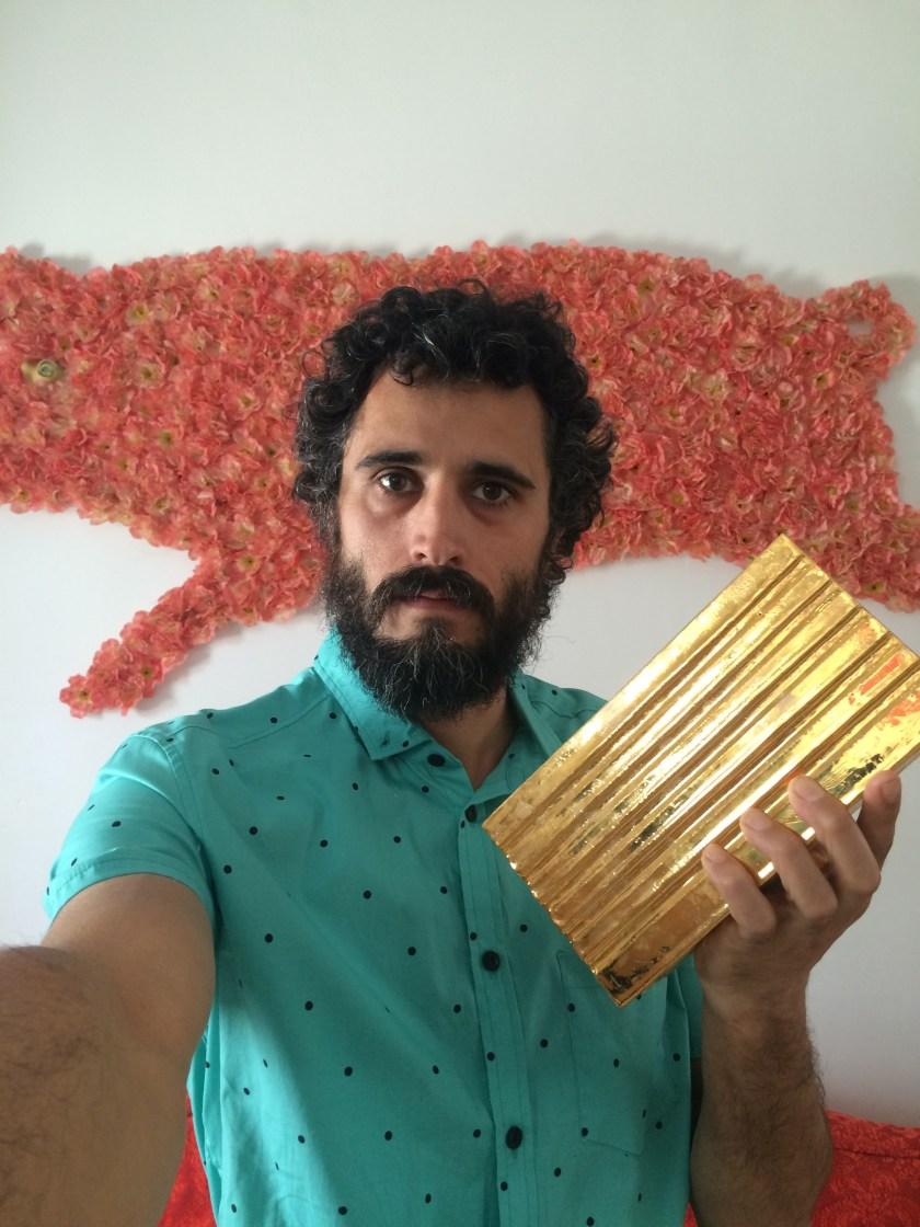 """Cyro García nos dedica este """"selfie"""" dorado"""