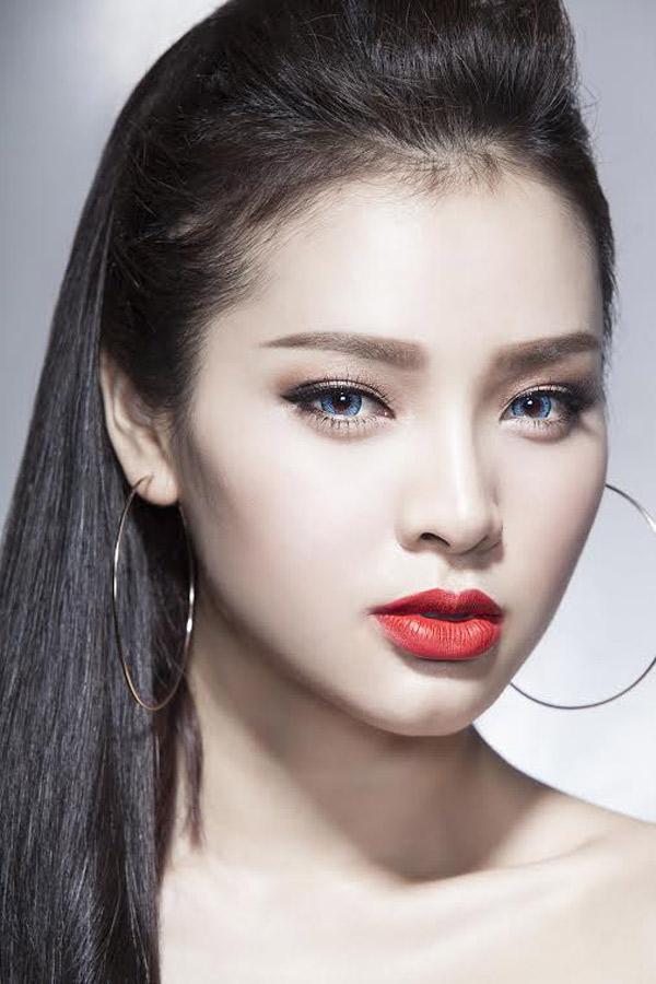 dung-hinh-vi-ve-dep-khong-goc-chet-cua-phuong-trinh-jolie (3)