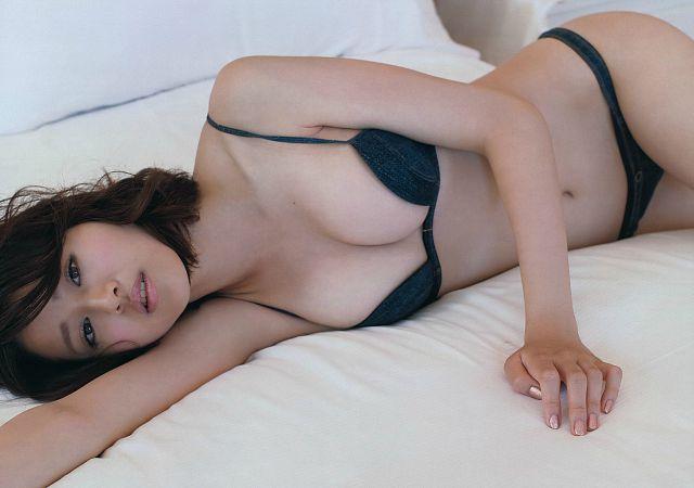 Chinami-Suzuki-khien-fan-dung-hinh-vi-body-nong-bong-mat (11)
