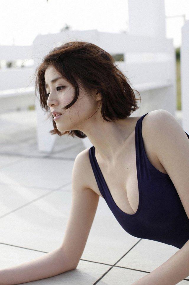 Chinami-Suzuki-khien-fan-dung-hinh-vi-body-nong-bong-mat (3)