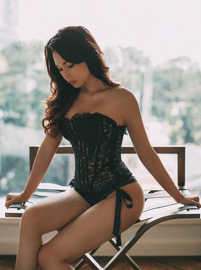 nong-bong-mat-vi-mai-ngam-quynh-chi-voi-bikini (1)
