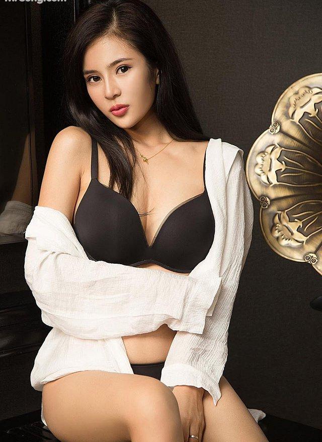 da-mat-voi-loat-anh-bikini-goi-tinh-cua-co-mau-shi-hua (4)