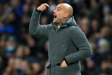 """Sterling """"ngã khéo"""" kiếm penalty, Guardiola tức giận"""
