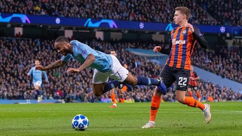 sterling-nga-kheo-kiem-penalty-guardiola-tuc-gian-2