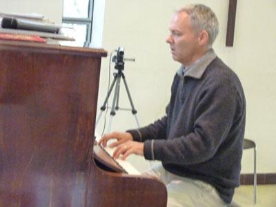 Adulte élève pianiste