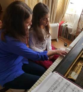 Elena donne cours à Anastasia