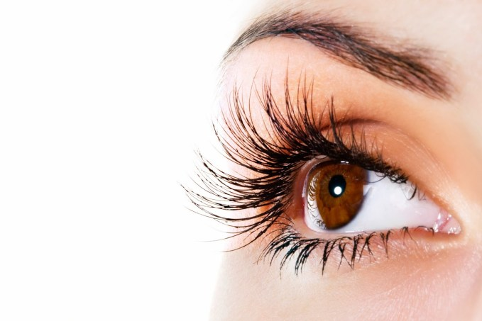 DIY Treatments To Enhance Your Eyelashes