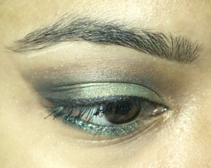 Olive Green smokey look