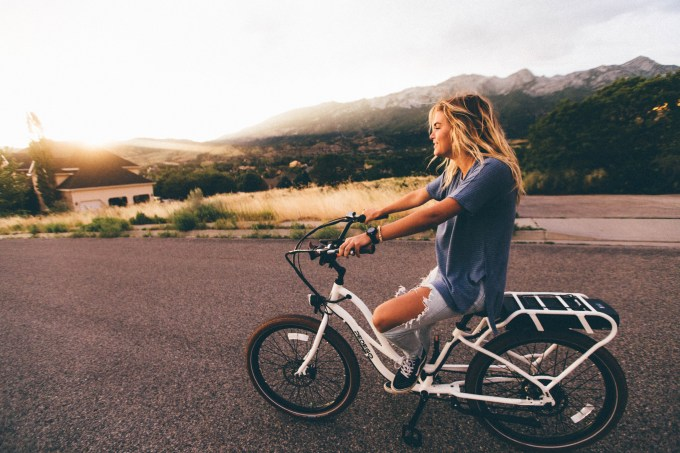 How to Enjoy Your Diet & Cardio for a New Gorgeous Look this Summer- woman cycling