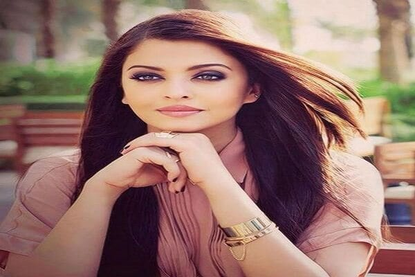 Aishwarya Rai Eyes Color, Height, Weight, Age, Caste ...