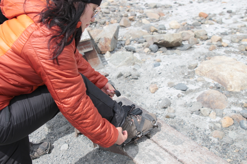 Siga na Viagem - Minitrekking sobre o Glaciar Perito Moreno - Retirando os grampões para voltar ao refúgio