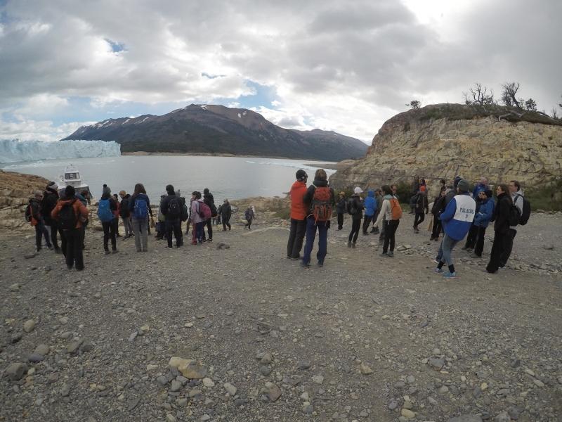 Siga na Viagem - Minitrekking sobre o Glaciar Perito Moreno - Visitantes aguardando para receberem orientações
