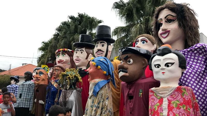 Primeiro Encontro dos Bonecos Gigantes em São Bento de Sapucaí - SP