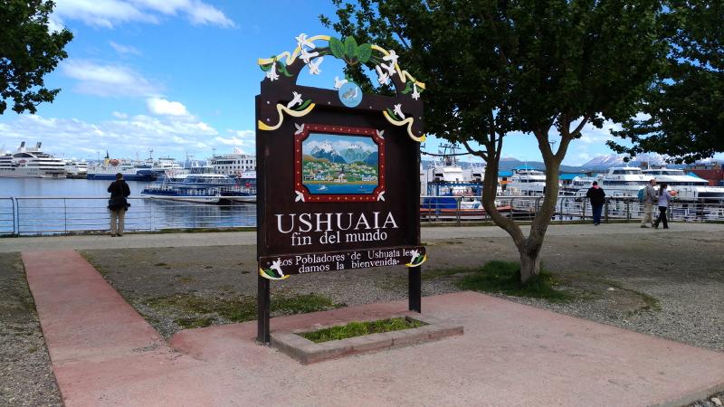 Siga na Viagem - Passeio pelo Canal de Beagle em Ushuaia - Placa da cidade de Ushuaia