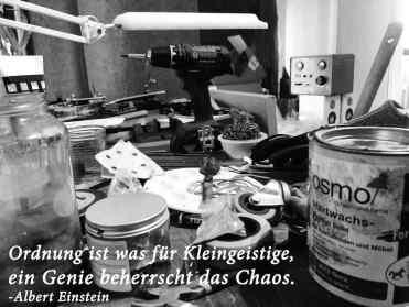 Albert Einstein beherrscht das Chaos Siggnatur Siegfried Büeler Goldschmied in der Rochusstraße Schmuckdesign in Düsseldorf