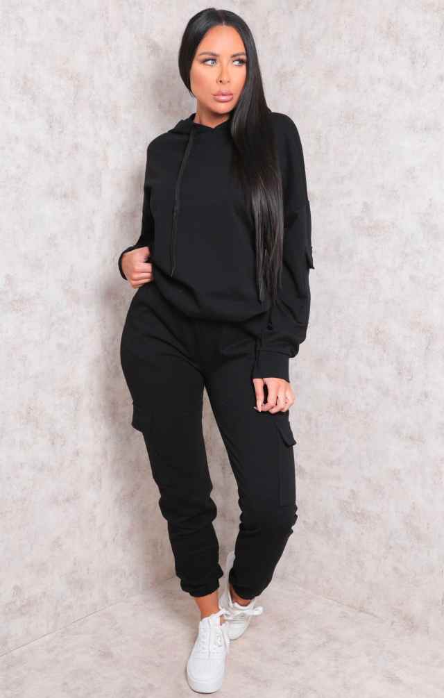 https://femmeluxefinery.co.uk/collections/tracksuits#/filter:variant_colour:Black/filter:product_type:loungewear