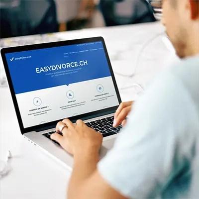 Homme face à un ordinateur portable affichant le site web de easydivorce.ch