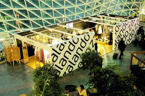 b5c921ce6694d9 Oprócz otwarcia działającego przez 4 dni sklepu, zorganizowano także  wręczenie nagród Zalando Blogger Awards, na którym pojawili się celebryci.