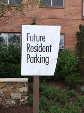 directional-parking-signs-0818-m
