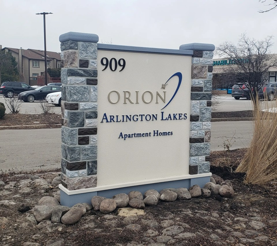 monument sign for Orion Arlington Lakes Apartment homes