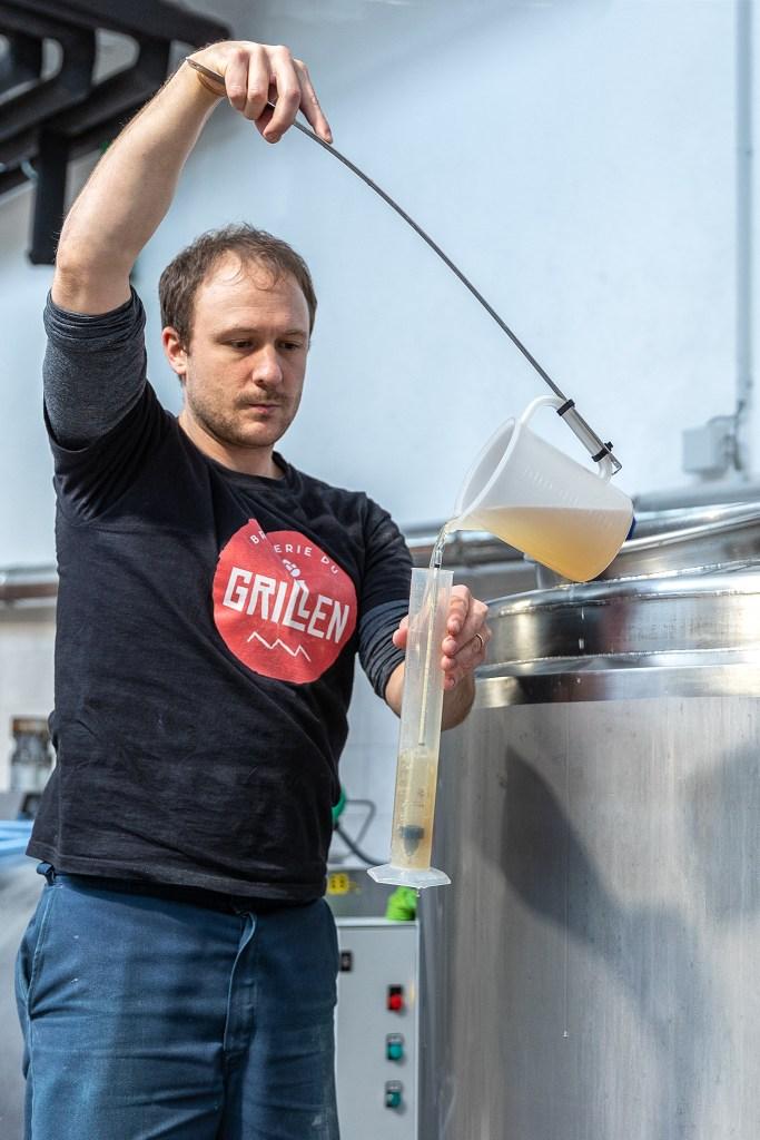 La saveur authentique de la bière artisanale du Grillen fera mousser vos papilles.