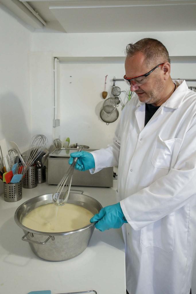 Monsieur Marc Glasser respectueux des peaux les plus fragiles et de l'environnement vous invite à découvrir le savon SCALA dans la COLMAR BOX.