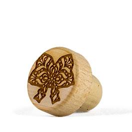 Photo du bouchon en bois et liège marqué au fer livré avec la Colmar Box Summum
