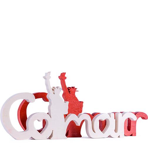 Photo du lettrage Colmar Liberty, bois et rouge, une création Signatures d'Alsace