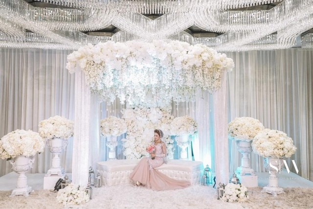 malaysia, engagement - Insta-Influencer Nadia Fatma Gets Engaged in a Splendid Hotel Ceremony