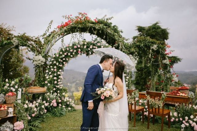 ideas, wedding, malaysia, featured, destination-weddings - Kevin and Veronica's rustic garden wedding at Jim Thompson Cottage
