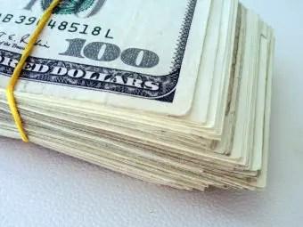 que-significa-sonar-encuentras-mucho-dinero-billetes.jpg