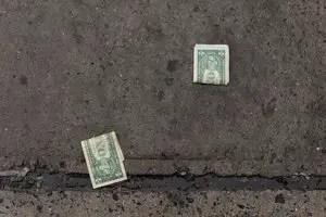 que-es-sonar-encontrar-dinero-tirado-en-calle
