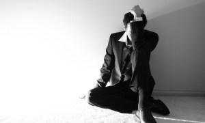 7 Sinais De Que Você Está Se Sentindo Sozinho e Precisa Mudar Isso