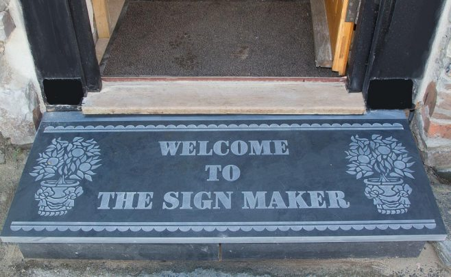 http://www.sign-maker.net/stone/large.htm