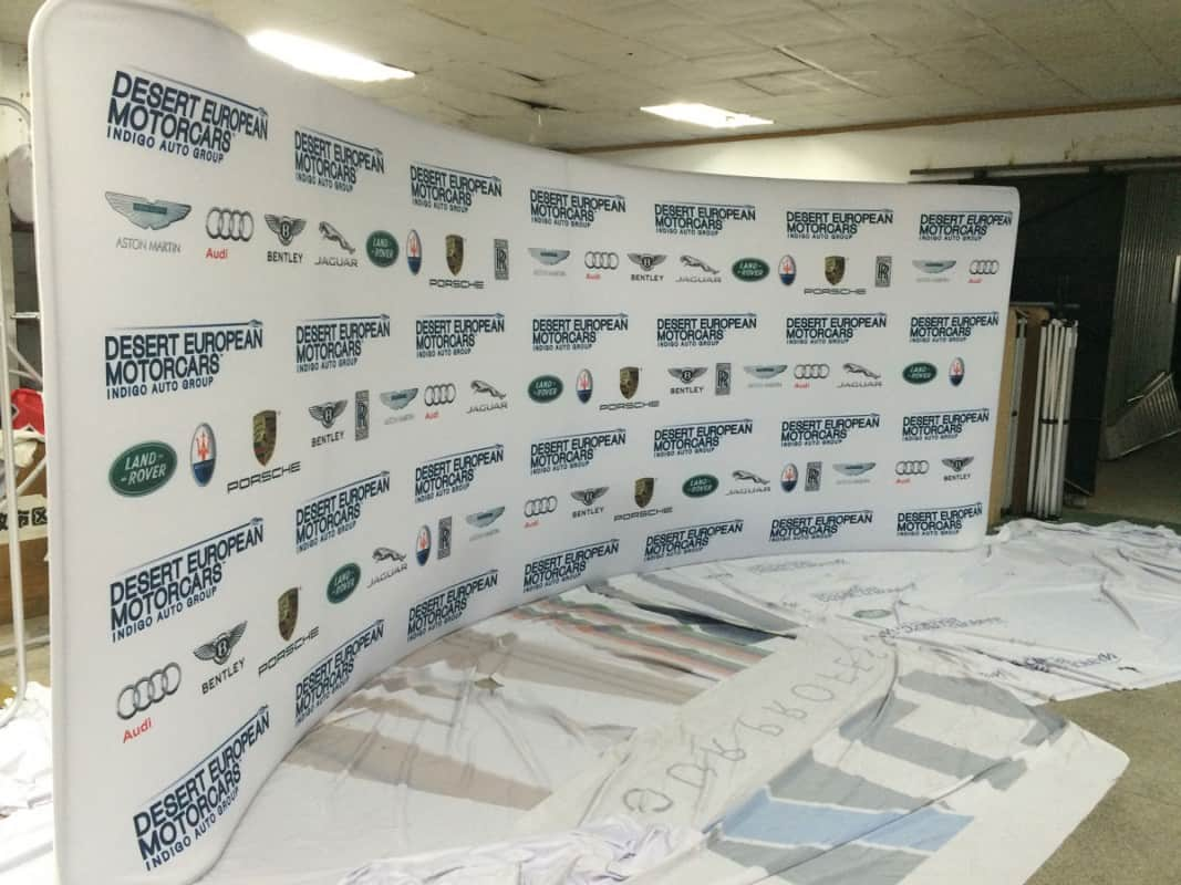 Step and Repeat Curve Backdrop Display