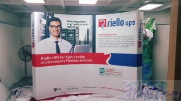 portable trade show displays curve shape 4 x 3 - for Rellio UPS