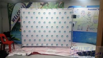 Telesopic Backdrop with Fabric Banner