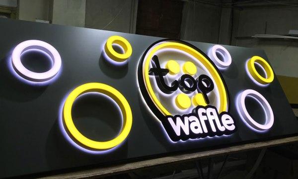 Вывеска TopWaffles в Киеве светящиеся буквы и знаки на основе