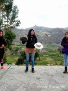Guía explicando sobre los pobladores del Colca