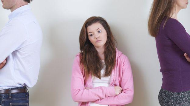 مواقع التواصل تعرّض المراهقات للاضطرابات العاطفية